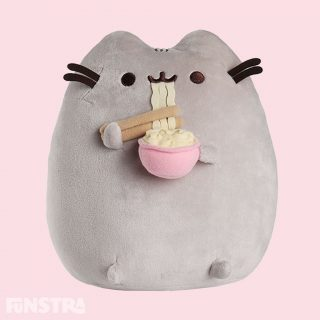 Pusheen is enjoying a yummy bowl of ramen noodles. Add this cuddly plush toy to your collection of plushies - a great companion for anyone that loves the famous tabby cat.