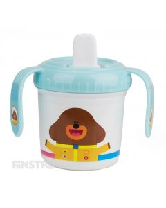 A fun sippy cup featuring Duggee, Tag, Happy, Roly, Betty, Norrie, Enid, Frog and Chicken for children that love to watch the cartoon.