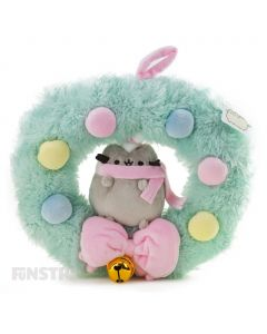 Surrounded by festive baubles, a bow and bell, cozy Pusheen the cat sits sweetly inside this beautiful plush wreath.